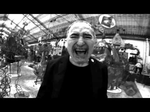 """LA BANDA TRAPERA DEL RÍO """"Quemando El Futuro"""" (Videoclip)"""